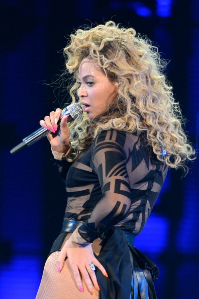 beyonce performs at revel