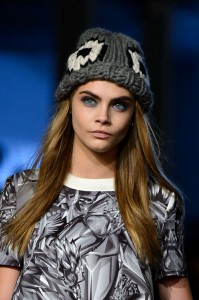 cara-delevigne-giles-london-fashion-week-2014-blue-eye-makeup-w724